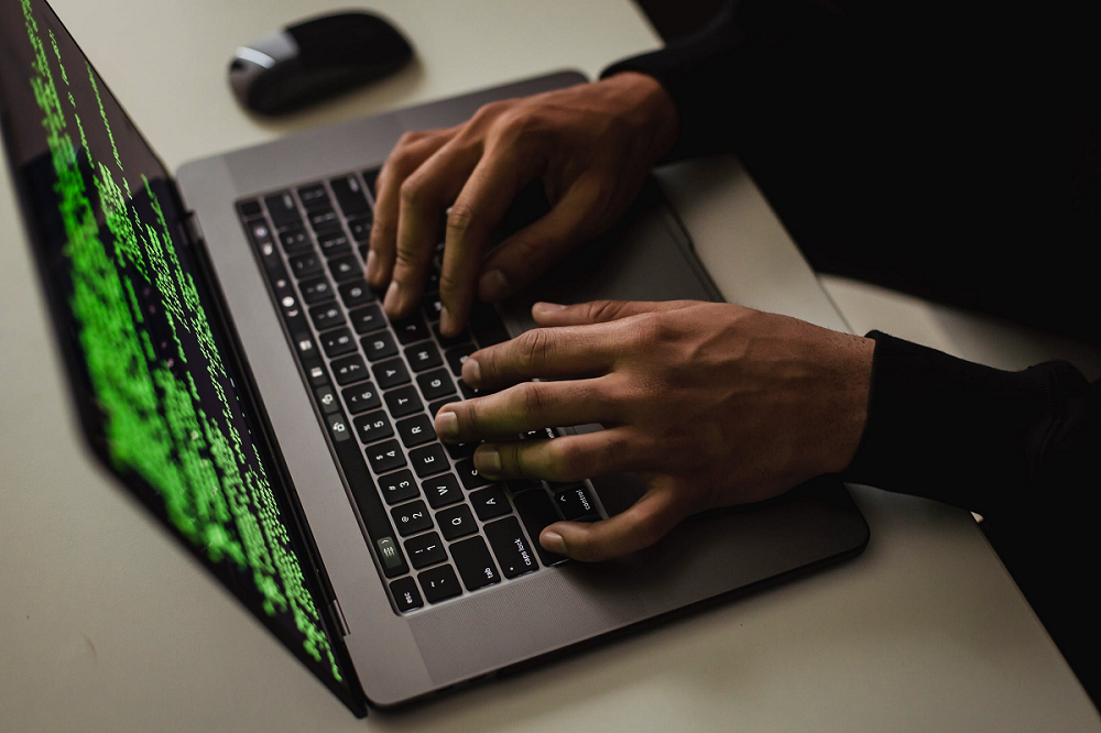 Eliminate the Cyber Eye Hacking System While Typing on a Laptop